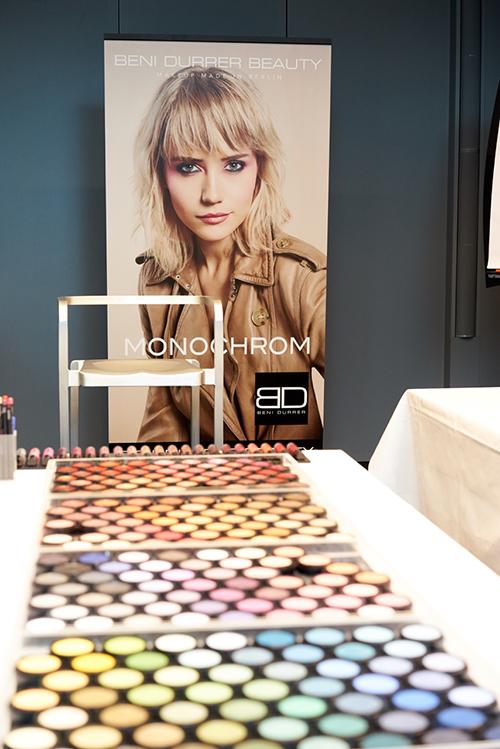 Beni Durrer Beauty steht für große Farbvielfalt: die Puderpigmente sind in 168 Nuancen erhältlich / Foto: Max Spilcke-Liss