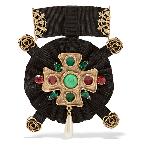 Vergoldete Brosche mit Swarovski-Kristallen, Kunstperle und Ripsband von Dolce & Gabbana