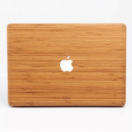 Virtueller Kontakt ist laut Psychologen besser als gar keiner: Macbook Air von APPLE im Wood Case, Variante Bamboo, von WOODWE