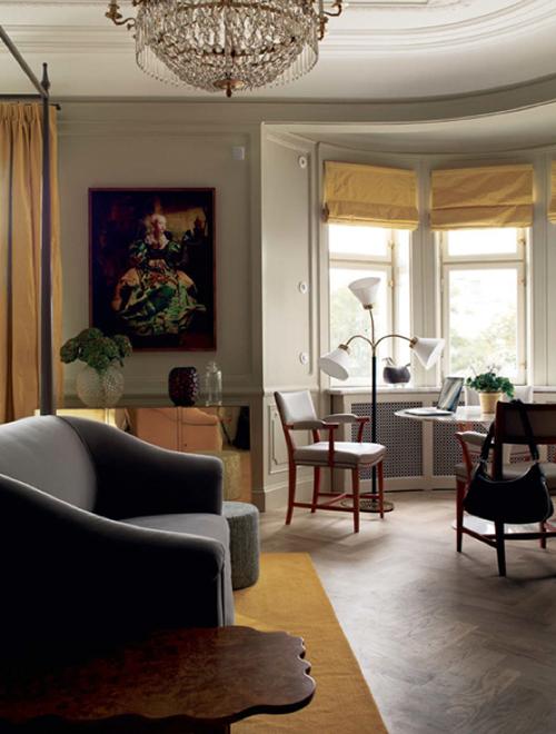 Verspielte Formen und prachtvoll gekachelte Kaminöfen treffen im Ett Hem auf moderne Gestaltung