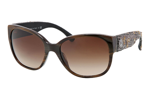 Avec la collection Chanel nouvelles lunettes 2012 2013, Tweed légendaire  est maintenant de trouver son chemin dans les visages des femmes soucieux  de la ... a050318c34e3