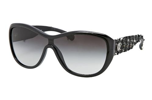 ... le classique Chanel respire une nouvelle vie. La campagne présente  actrice et Maïwenn directeur de la collection de lunettes Prestige 2012 2013 . be145c28e6af
