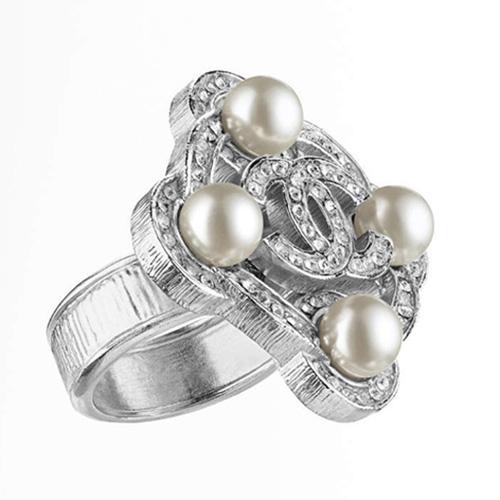 Ringe aus Metall mit Glasperlen und Strass von Chanel