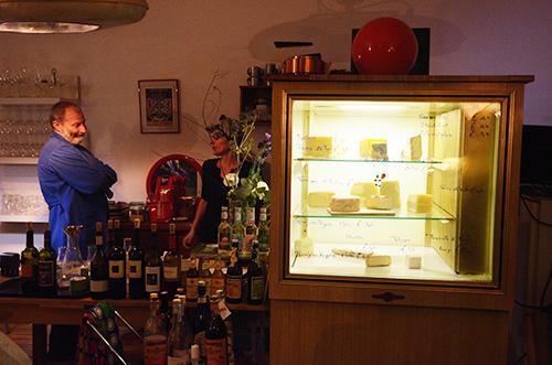 Italienische Bioküche im Neontoaster / Foto: Nomad Store & Gallery Berlin