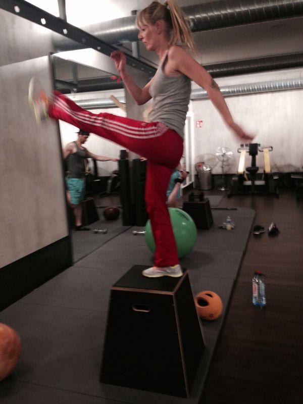 Box Jumps, die Treiben den Puls schön nach oben und verbrennen viel Fett