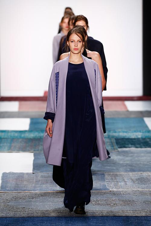 isabell de hillerin ber ihre neue kollektion auf der mercedes benz fashionweek flair fashion. Black Bedroom Furniture Sets. Home Design Ideas