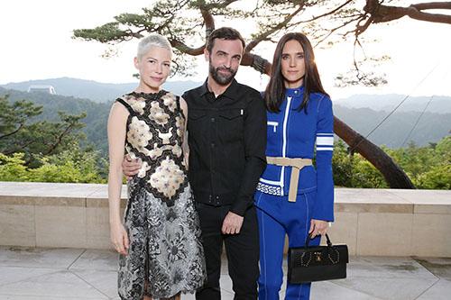Michelle Williams, Nicolas Ghesquiere, Jennifer Connelly / Foto: Louis Vuitton
