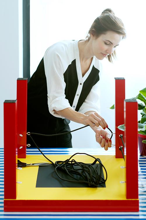 Schritt 3 Kabel oder Schnur in die Haken einziehen