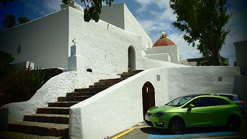In der Sonne Ibizas: der gleichnamige SEAT