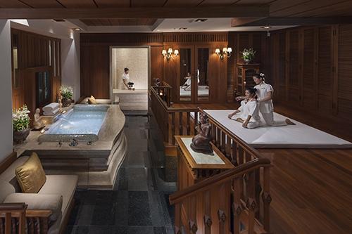 Speziell Nacken und Schultern werden bei handygestressten Gästen ausgiebig von der Therapeutin massiert / Foto: Mandarin Oriental Hotel Group