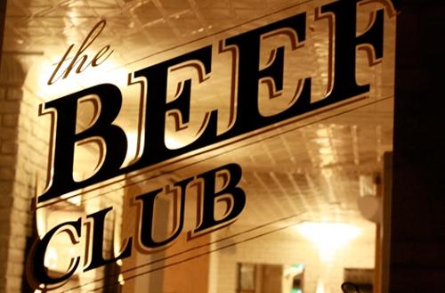 Unter dem Le Beef Club verbirgt sich der Ballroom – eine ausgezeichnete Bar mit köstlichen Cocktails