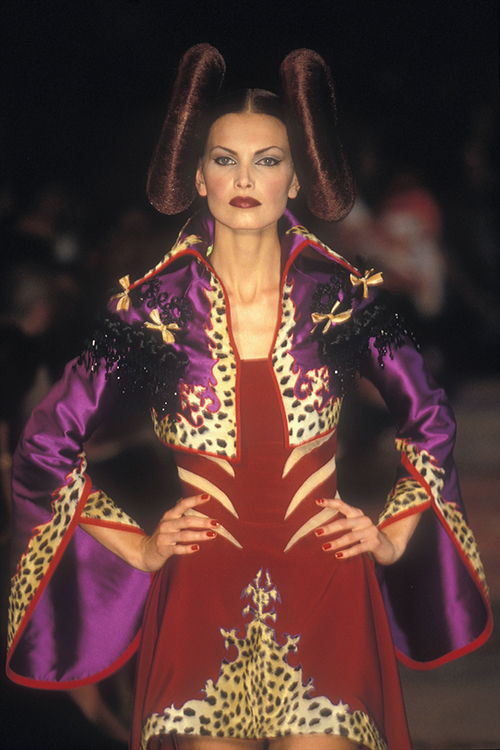 Givenchy, 1997/98 / Foto: catwalkarchives.com