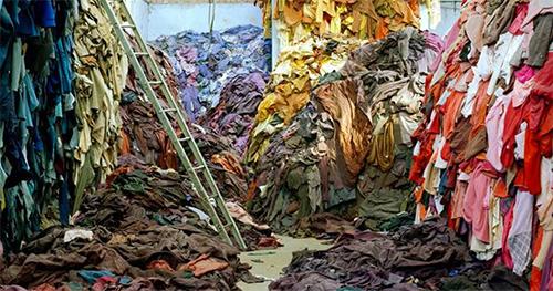 Abb.: Tim Mitchell, Clothing Recycled, 2005, © Tim Mitchell