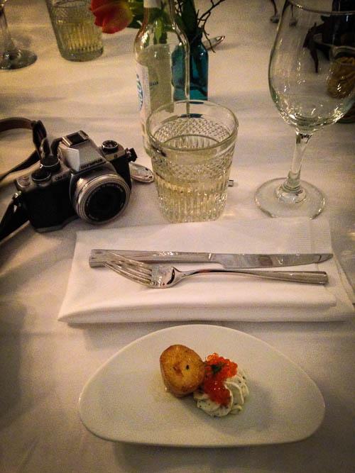 Dinnereinladung - das geht jetzt aber völlig gegen mein Konzept, egal ein Rotwein geht (hicks)