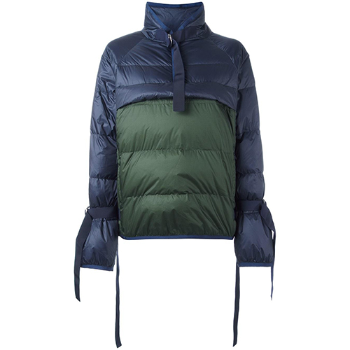 Sacai Daunenjacke in Colour-Block-Optik / Foto: farfetch