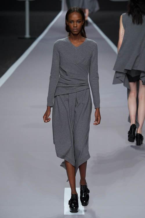strickkleider sind der fashion trend f r herbst winter. Black Bedroom Furniture Sets. Home Design Ideas