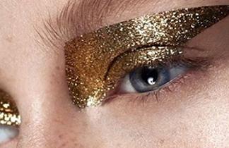 Party-Make-up: So schminkt man Glitzer-Looks jetzt