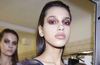 Smokey Purple Eyes: der schönste Make-up-Trend der Berlin Fashion Week
